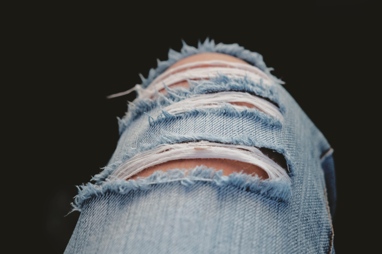 Zo scheurt je ripped jeans niet verder uit